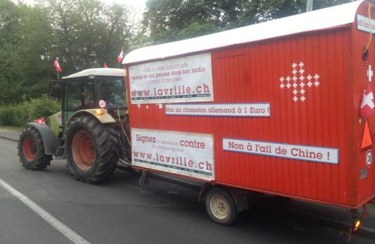 En guerre contre le libre-échange, un viticulteur genevois rejoint Berne en tracteur 1